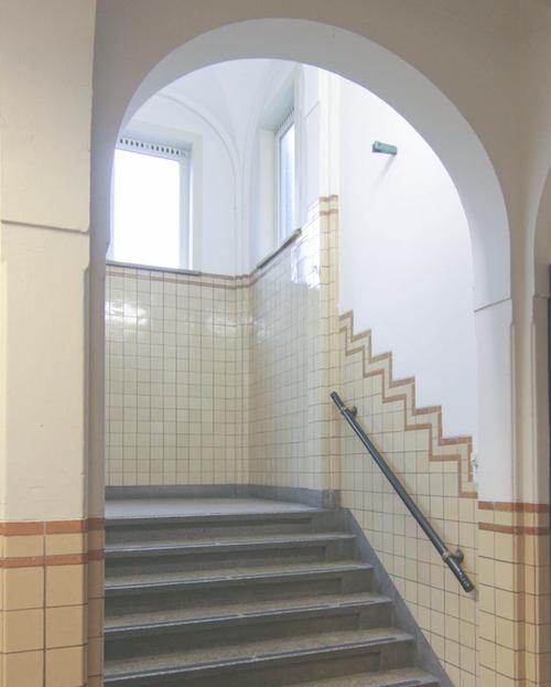 Binnen de Bouwbesluittoets van de Schippersschool in Rotterdam heeft PH Bouwadvies een oplossing gezocht voor een brandveiligheid probleem.