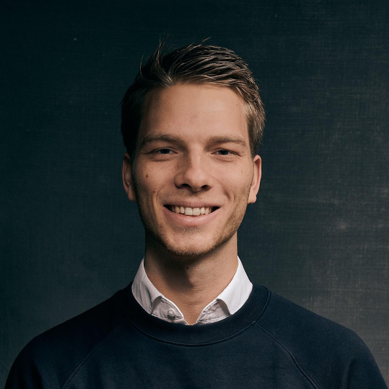 Na MBO Bouwkunde afgerond te hebben, studeert Jikke nu Technische Bedrijfskunde aan de Avans Hogeschool in Den Bosch. Hij brengt zijn kennis graag in de praktijk bij PH Bouwadvies. Als junior bouwadviseur bijt hij zich graag vast in MPG berekeningen.